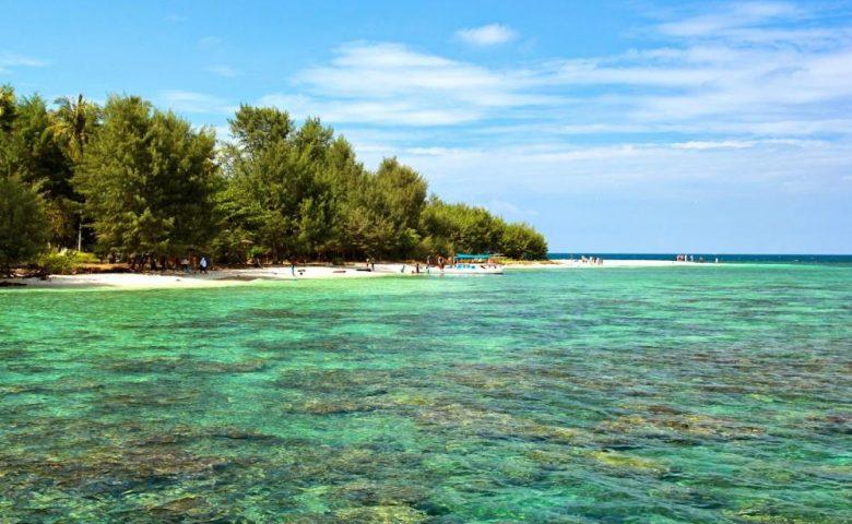 Pantai Di Karimunjawa Yang Sangat Menakjubkan